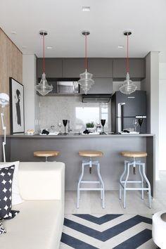 Apartamento tem painel retrátil que integra ambientes conforme a necessidade (Foto: Mariana Orsi) Simple Kitchen Design, Kitchen Room Design, Kitchen Dinning, Kitchen Decor, Home Goods Store, Grey Kitchens, Beautiful Kitchens, Home Decor Accessories, Home Furniture