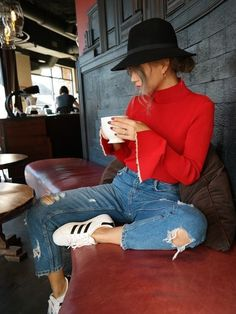 Mom jeans + red turtleneck