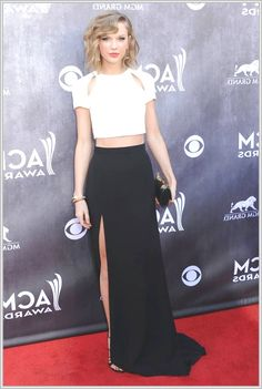 Taylor Swift Hair At Country Music Awards