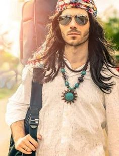 This image depicts elements of the late sub culture of hippies. Hippies dressed in ways that represented their belief of freedom from societal norms. This picture shows elements of hippie men such has long hair, jewelry, and facial hair Hippie Chic, Hippie Style, Hippie Look, Gypsy Style, Hippie Guy, 70s Hippie, Hippie House, Boho Style, Mundo Hippie