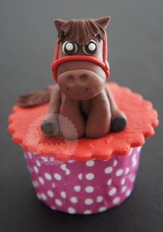 This adorable wittle horse. | Community Post: 30 Animal Cupcakes Too Cute To Eat