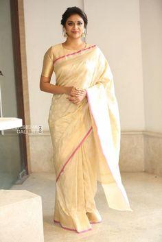 Keerthy Suresh at Pandem Kodi 2 Trailer Launch - South Indian Actress Kerala Saree Blouse Designs, Saree Blouse Patterns, Blouse Neck Designs, Sari Bluse, Indische Sarees, Whatsapp Videos, Formal Saree, Lehenga, Anarkali