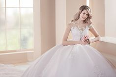 Beautiful dresses from tm FARLETTA Bridal Style, Put On, Beautiful Dresses, Bridal Fashion, Stars, Wedding Dresses, Campaign, Rosa Clara, Bride Dresses
