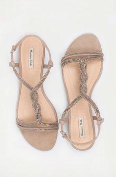 Sandalia Plana Trenzada - Zapatos - Massimo Dutti Me encantan y me he quedado sin ellas!!! Ni en la tienda online ;(