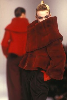 Claude Montana ,autumn–winter 1988-89 Hot look for this year... unbelievable it was 88/89. love that fashion goes around.