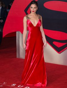Wonder Woman is the hottest movie in theaters right now. It's leading lady, Gal Gadot. She is as smoking hot as she is talented. Satin Dresses, Nice Dresses, Alexandra Anna Daddario, Gal Gardot, Gal Gadot Wonder Woman, Glamour, Celebs, Celebrities, Mannequin