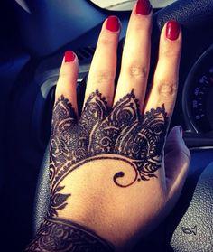 Love the design but black henna isn't safe!