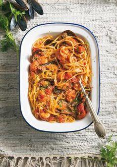 Λινγκουίνι αραμπιάτα με γαρίδες και μύδια Burritos, Macaroni And Cheese, Spaghetti, Pasta, Cooking, Ethnic Recipes, Food, Breakfast Burritos, Kitchen