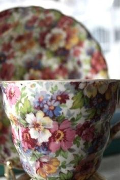 I ❤ chintz china . . . Royal Winton chintzware