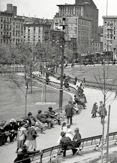 Circa 1905. Mulberry Bend, New York City. The name was changed to Columbus Park in 1911.