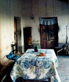 stunning table cloth