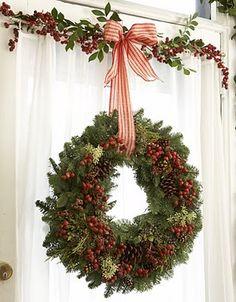 .natural Christmas wreath and garland