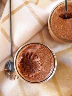 Mousse au chocolat sans œuf - Incroyable mais vrai : on peut réaliser une délicieuse mousse au chocolat sans oeuf avec du jus de pois chiches monté en neige...