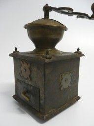 Kaffeemühle aus Metall um 1800