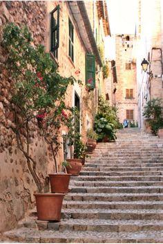 Fornalutx auf Mallorca ist das offiziell schönste Dorf in ganz Spanien. Wir zeigen euch eine wunderschöne Mallorca Wanderung rund um Sóller.