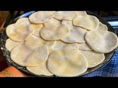 BÖYLE YUFKA YAPIMI DAHA ÖNCE HİÇ GÖRMEDİNİZ 💯 7 TANE SU BÖREĞİ YUFKASINI AYNI ANDA AÇIP PİŞİRDİM - YouTube Pastry Cook, Filo Pastry, Cookery Books, Arabic Food, Turkish Recipes, Food Preparation, Toffee, Food Videos, Bakery