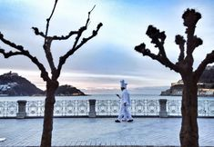 Jordi Bernet, Marina Bay Sands, Mansions, House Styles, Building, Travel, Purse, London, Live