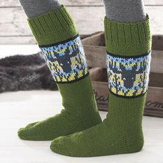 Ohje: Hirvi-sukat | Lankava.fi Fair Isle Knitting, Free Knitting, Shawl Patterns, Knitting Patterns, Crochet Woman, Leg Warmers, Ravelry, Socks, Sewing