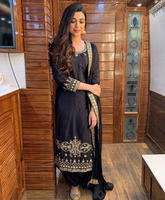 Wedding 2019 Can be customised in any colour and size . Available on pre booking. Wedding 2019 Can be customised in any colour and size . Available on pre booking. Stitching service also available. New Punjabi Suit, Designer Punjabi Suits Patiala, Punjabi Suits Party Wear, Indian Suits, Indian Wear, Indian Attire, Nimrat Khaira Suits, New Style Suits, Embroidery Suits Punjabi