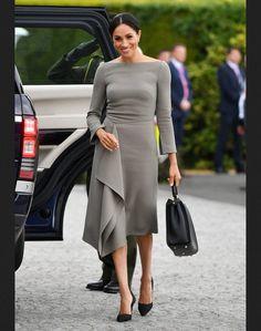 duchess Meghan draped dress custom made celeb inspired Kate Middleton, Meghan Markle Style, Draped Skirt, Princesa Diana, Event Dresses, Stunning Dresses, Beautiful Outfits, Dress With Bow, Retro Dress