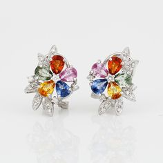 ÖRHÄNGEN, ett par, 18K vitguld med olika färgade safirer och små diamanter.