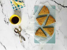 Disse lækre low carb scones er glutenfrie og indeholder bare 3 g kulhydrat pr. stk. Og de smager sødt og dejligt og passer perfekt til eftermiddagskaffen.