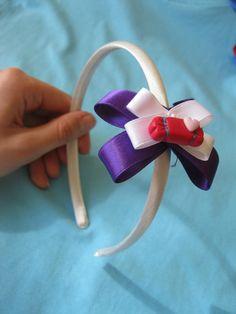 Cerchietto per capelli con fiocco cucito a mano e caramella in fimo