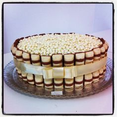 Kinder Bueno cake with pearls