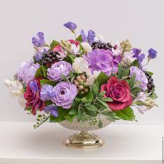 Купить или заказать Букет из глины 'Бордо', керамическая флористика. в интернет-магазине на Ярмарке Мастеров. Основу букета составляют крупные бордовые розы, которые дополняются ранункулюсами, душистым горошком, туберозой, гортензией и ягодами черноплодной рябины. Букет в диаметре - 35 см. Закреплен в стеклянной вазе на низкой ножке.