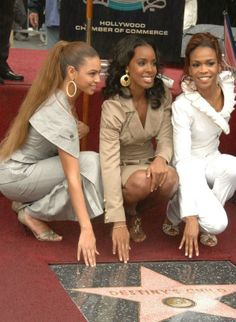 Beyoncé, Kelly Rowland, Michelle Williams, and Destiny's Child at an event for The Annual Grammy Awards Beyonce Knowles Carter, Beyonce And Jay Z, Kelly Rowland, Destiny's Child, Cute Celebrities, Celebs, Farrah Franklin, Beyonce Style, Vintage Black Glamour