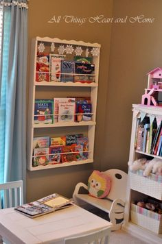 Displays seasonal books for decoration and keeps their favorite books on a shelf they can reach! I will be making this soon for L's room! Bookshelves, Bookcase, Ladder Shelf Diy, Book Display Shelf, Book Displays, Book Nooks, Home Projects, Craft Projects, Craft Ideas