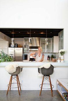 tabourets de bar en plastique, tabouret design, tabouret de cuisine, bar cuisine de couleur blanc
