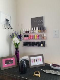 #nailsstation #nailsstudios #espacios  Aquí les presento parte de mi espacio en mi estación de hacer uñas acrílicas. Photo Wall, Nails, Frame, Furniture, Home Decor, Parking Lot, Spaces, Parts Of The Mass, Finger Nails