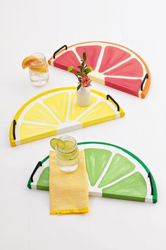 41 Easiest DIY Projects Ever - Citrus Fruit Serving Trays - Easy DIY Crafts and Projects - Simple Craft Ideas for Beginners, Cool Crafts To Make and Sell, Simple Home Decor, Fast DIY Gifts, Cheap and Crafts To Make And Sell, Easy Diy Crafts, Home Crafts, Diy Tumblr, Diy Craft Projects, Craft Ideas, Fun Ideas, Craft Art, Decor Ideas