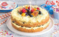 Recette: Gâteau festif aux bleuets, glaçage à la mangue, orange et chocolat blanc. Cupcakes, Cheesecake, Orange, Desserts, Food, Mango Puree, Chocolate Cups, Candy, Plain Yogurt