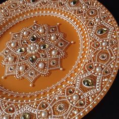 Awesome plates with paintings Dot Art Painting, Mandala Painting, Mandala Dots, Mandala Design, Thali Decoration Ideas, Decorations, Point Paint, Diwali Craft, Cd Crafts
