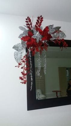 Thinking about elegant and classy Christmas Decorations which won't cost you much. Look here for inspiring Cheap and Easy DIY Christmas Decor Ideas here. Outside Christmas Decorations, Christmas Swags, Christmas Flowers, Christmas Centerpieces, Christmas Diy, Christmas Mantels, Christmas Christmas, Classy Christmas, Rustic Christmas