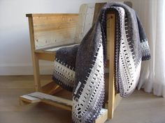 Ellaine grey moving blanket with grey cotton crocheted by etaussi, €241.50