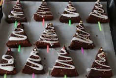 Brownie, Gingerbread Cookies, Christmas Ornaments, Holiday Decor, Desserts, Food, Chocolate Fondue, White Chocolate, Fir Tree