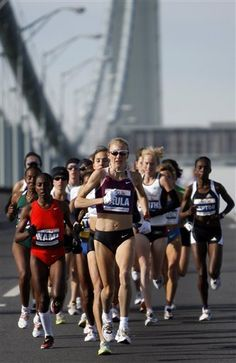 Paula Radcliffe the women's world record holder in the marathon. I wish I had HALF of her determination. Long Jump, High Jump, Triathlon, Paula Radcliffe, Triple Jump, Long Distance Running, London Marathon, Pole Vault, Record Holder