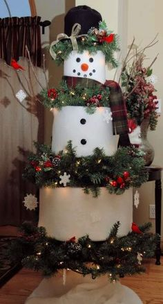 Snowman Christmas tree.  This is so cute, they used batting for the snowman pieces.