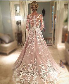 Regram do @jrmendesmake , que assinou a beleza da @pauladrumond  Adoro coque baixo!! E as costas do vestido de noiva  #casamentobrunoepaulinha