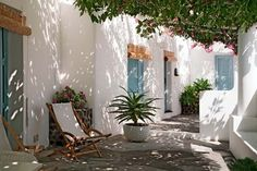 White Home Decorating Ideas, Modern House on Stromboli Island