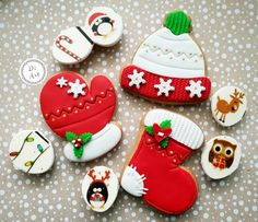 Mittens and stockings Cute Christmas Cookies, Christmas Cake Pops, Christmas Deserts, Cute Cookies, Noel Christmas, Holiday Cookies, Christmas Candy, Cupcake Cookies, Christmas Treats