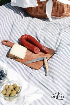 The sun is shining, birds are chirping - now you just have to find the perfect spot for your picnic. Picnics can be as simple or as elegant as you want. We will guarantee you: Whatever your picnic looks like, with your Forge de Laguiole® folding knife you are always well prepared. #forgedelaguiole #laguiole #laguioleknife #knives #knife #laguioleknives #picnic #picknick #outdoor #adventure #lunch #dinner #madeinfrance #handmade #craftmanship #knifemaking #present #foldingknife #pocketknife