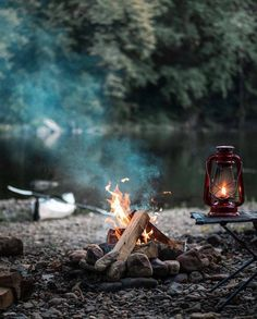 Would you like to go camping? If you would, you may be interested in turning your next camping adventure into a camping vacation. Camping vacations are fun Bushcraft Camping, Camping And Hiking, Camping Survival, Camping Life, Camping Hacks, Survival Gear, Camping Gear, Outdoor Survival, Camping Equipment