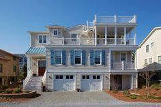 Cozy Bethany Beach House Inspiring Relaxation: The Lookout - http://freshome.com/cozy-bethany-beach-house-inspiring-relaxation-the-lookout/