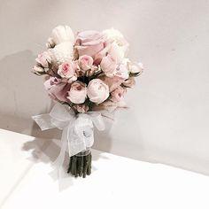 . . #부케 #꽃밤 . . 오늘하루도 수고 많으셨어요 꽃밤 되시길 . . #Lesson #Order Katalk ID vaness52 WeChat ID vaness-flower E-mail vanessflower@naver.com 070-7522-6813 . #vanessflower #flower #florist #flowershop #handtied #flowerlesson #flowerclass #플라워 #바네스플라워 #플라워카페 #플로리스트 #꽃다발 #부케 #원데이클래스 #플로리스트학원 #플라워레슨 #플라워아카데미 #꽃수업 #꽃주문 #花 #花艺师 #花卉研究者 #花店 #花艺