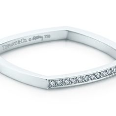Frank Gehry® Torque Micro ring in 18k white gold with diamonds. USD: 1,125