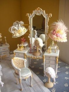Dollhouse dressing table with wig and hats in 1/12